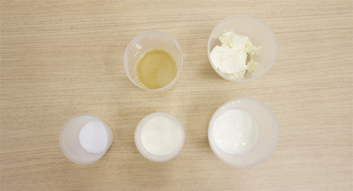レアチーズの材料を計量しました
